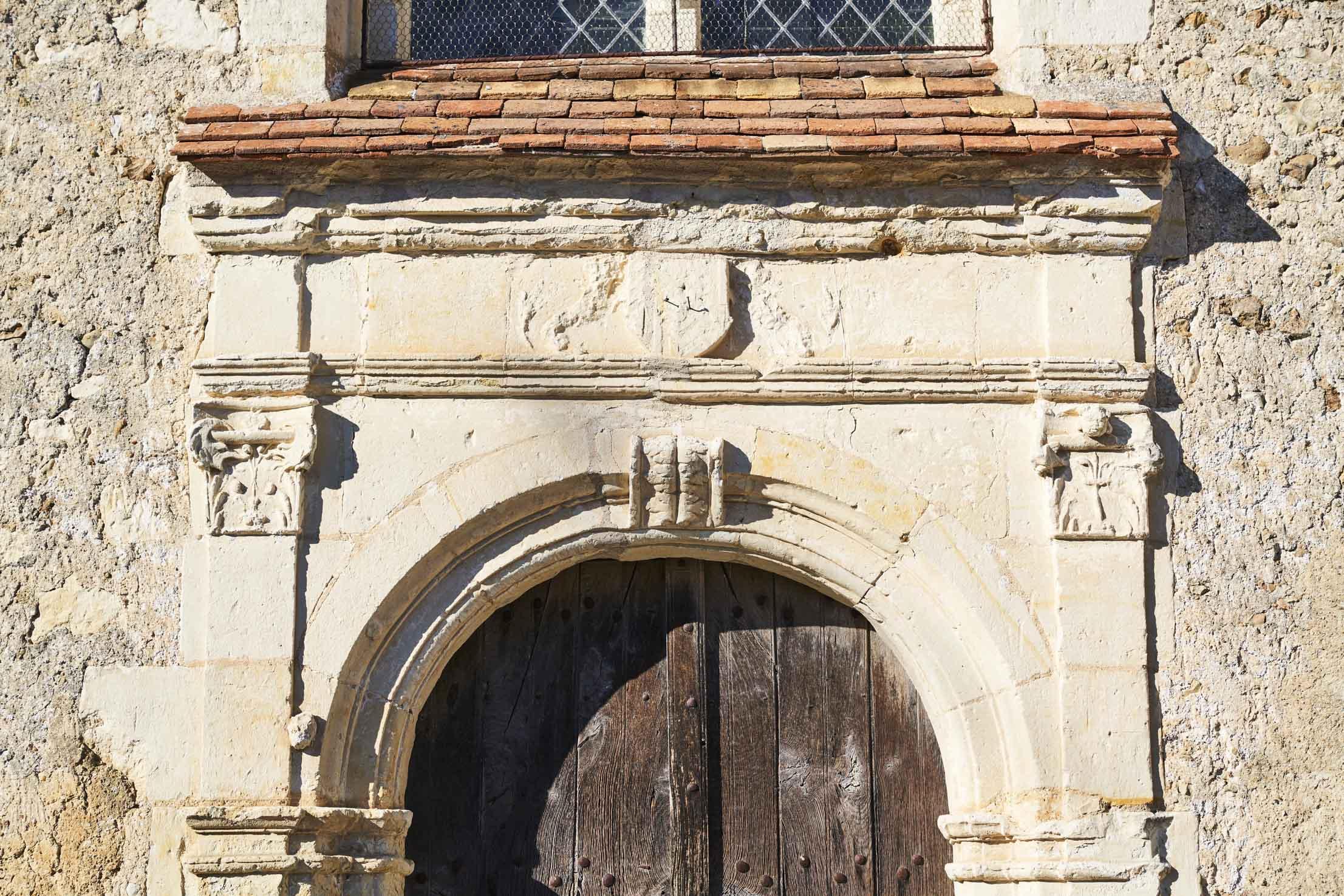 Entrée Eglise de Saint Georges de la Couée, visitez notre patrimoine historique et cuturel